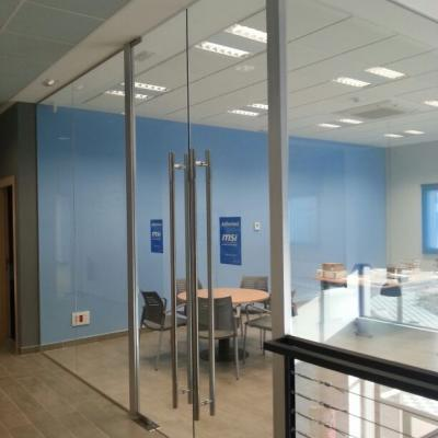 Puertas de vidrio templado cheap puertas en vidrio for Puerta de cristal abatible