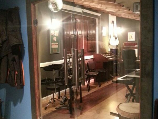 Puertas templadas estudio de grabación.