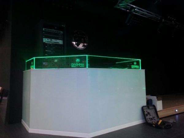 Cabina DJ Divinna.